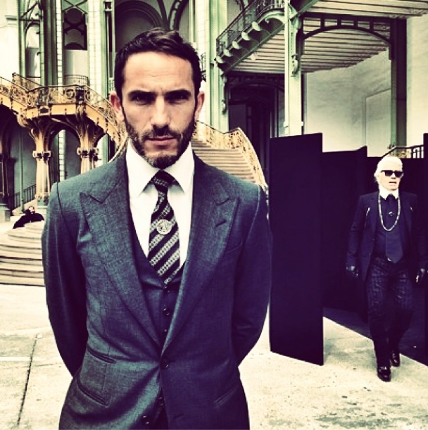 Karl Lagerfeld's bodyguard masters the perfect selfie