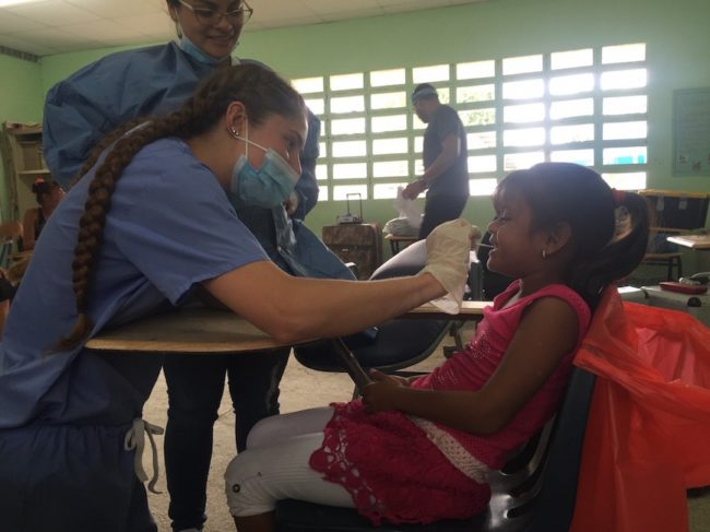 Katherine Nelson volunteering in Panama