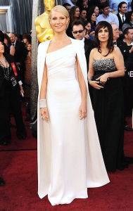 Gwyneth Paltrow at the 2012 Oscars in an all white Tom Ford gown with a floor-length cape. (Photo by Pinterest)