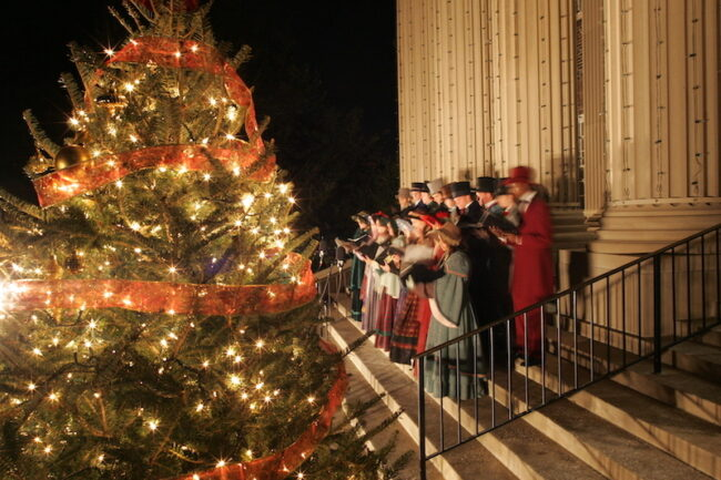 Carolers singing at the steps of Dallas Hall in the 2006 Celebration of Lights