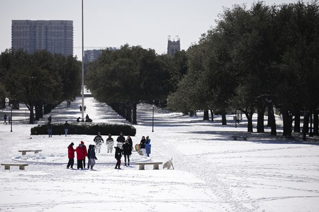 Students in the snow on Dallas Hall lawn